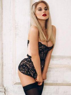 Сексуальная блондинка познакомится с мужчиной  для интима!